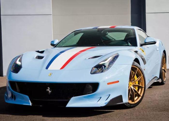 За рулем Ferrari F12 tdf хочется посидеть каждому.