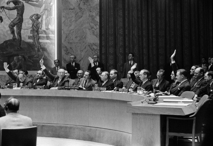 В ООН все время шли жаркие баталии. | Фото: Twitter.