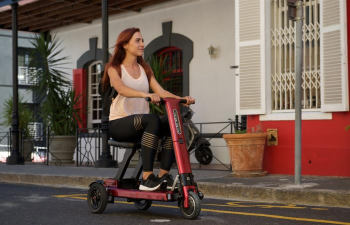 Удобный складной скутер для езды по городу.