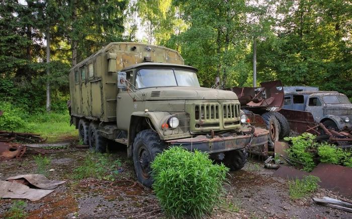Армейский грузовик ЗИЛ-131.