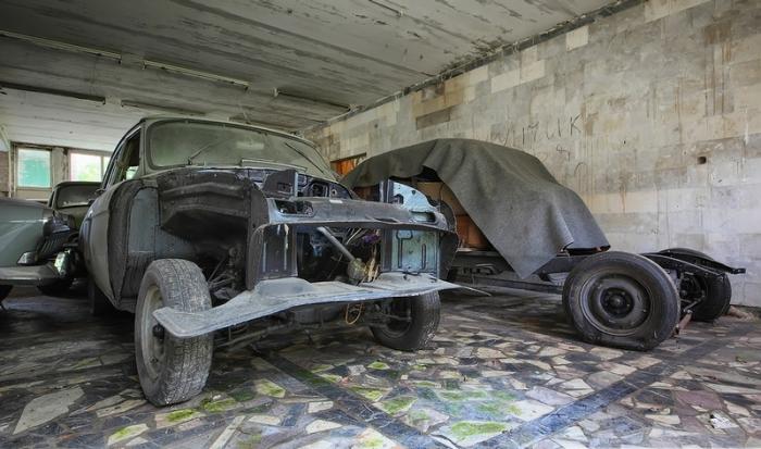 Автомобили без деталей кузова.