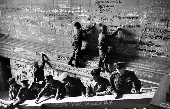 Советские солдаты оставили на Рейхстаге множество автографов: что с ними стало после войны