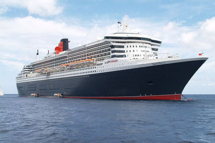 Океанский лайнер Queen Mary 2.