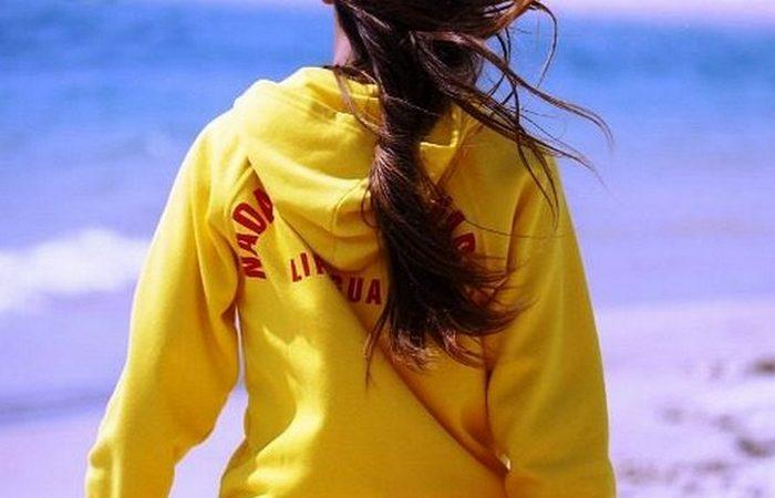 Нелепый запрет на желтую одежду.