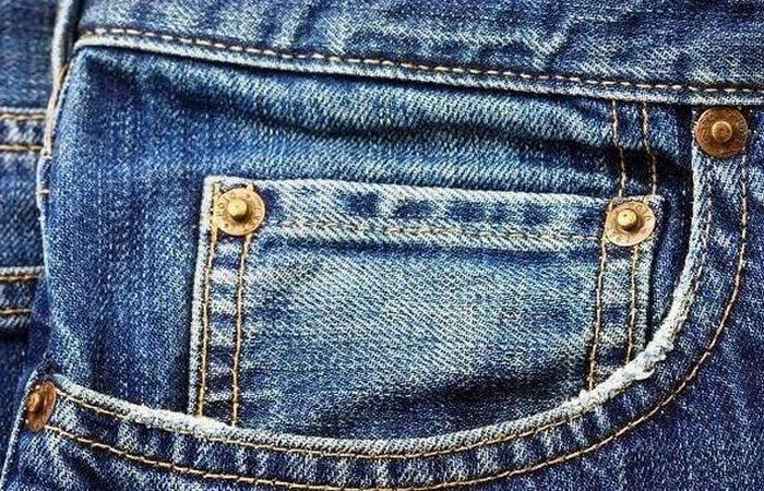 Нелепый запрет на синие джинсы.