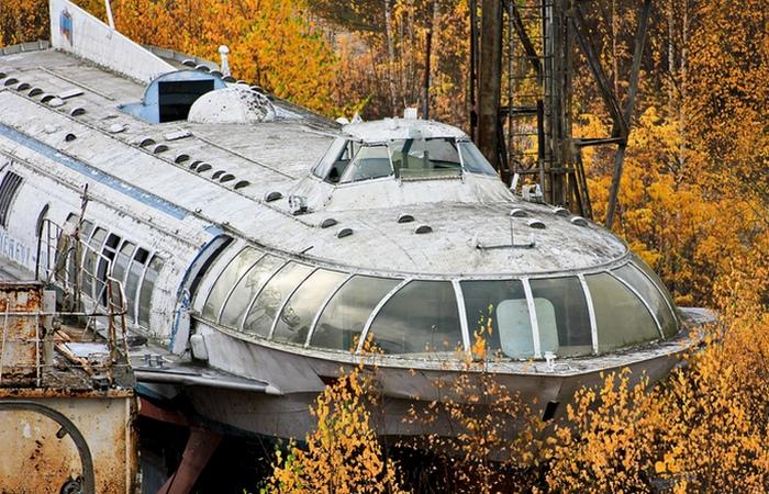 Сорокалетний ржавеющий корабль.