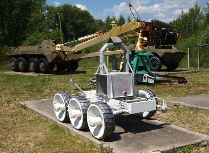 Робот STR-1.
