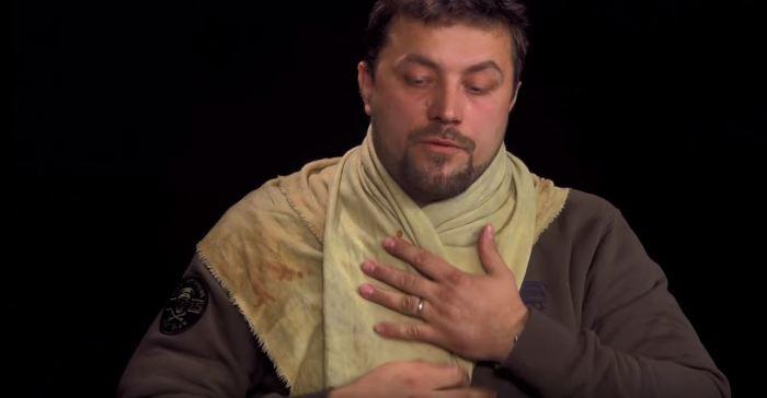 Вот так носился шарф. |Фото: youtube.com.