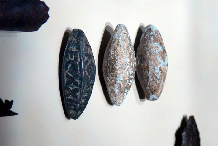 Римские свинцовые пули для пращи. Такие находят в огромных количествах. |Фото: mt-smi.ru.