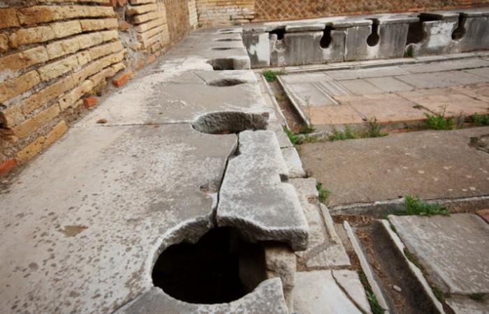 Римская уборная.