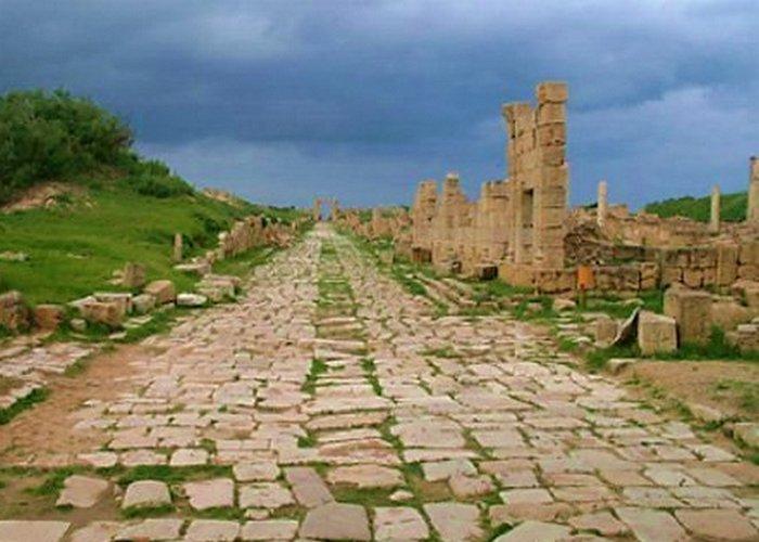 Древнеримская дорога в Лептис-Магна, Ливия.