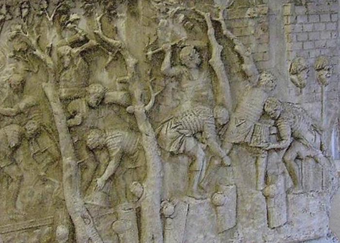 Колонне Траяна. Римляне, рубящие деревья для строительства дороги.
