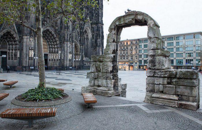 Руины северных ворот Кельнского собора.