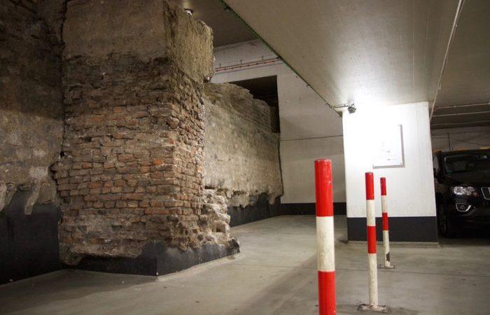 Стена Colonia Claudia.