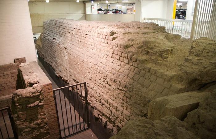 Часть городской стены.