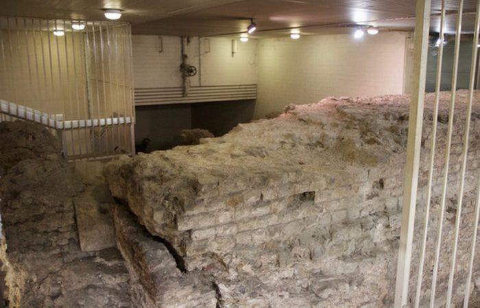 Руины в подземном гараже.