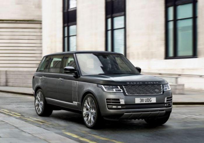 В таком Range Rover SVAutobiography LWB роскошью просто все пропитано.