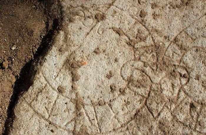 Рунический памятник: утраченный шедевр Фота.