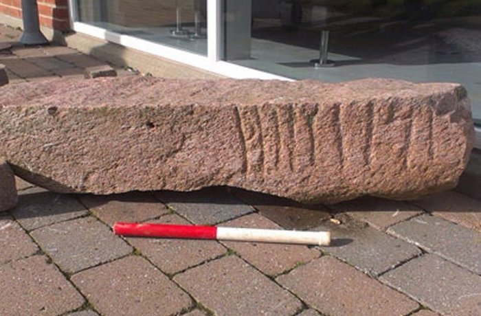Рунический памятник: Камень Ybdy.
