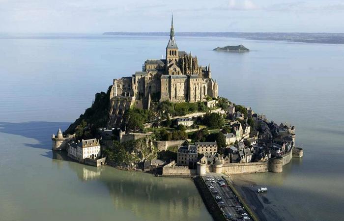 Островной замок, который доступен только во время отлива.