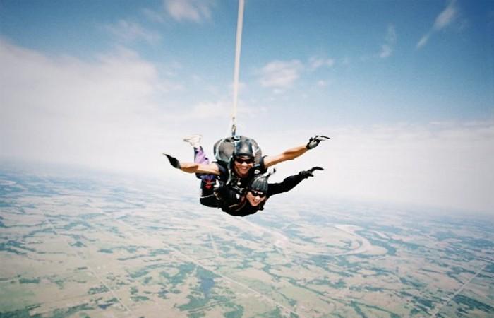 Преувеличенная опасность: прыжки с парашютом.