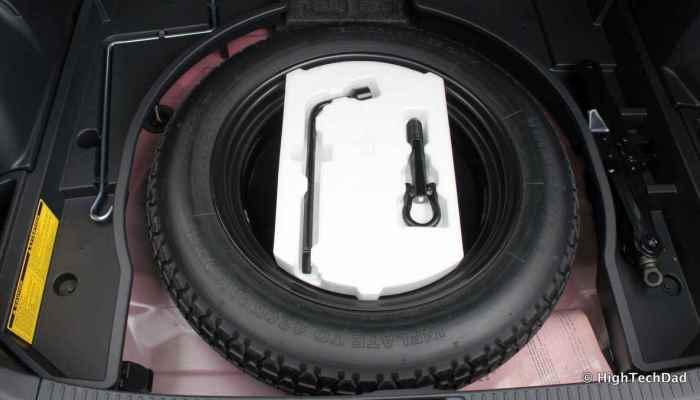 Запаска и прочие полезные вещи, которые должны быть в багажнике авто.