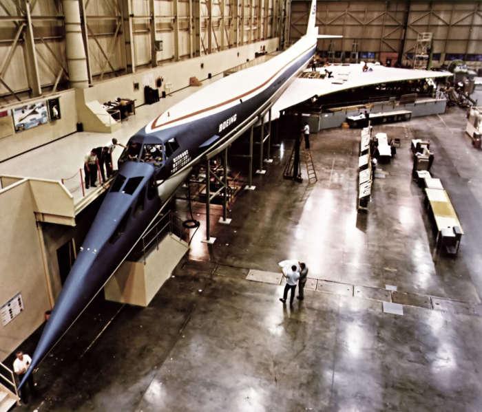 Сверхзвуковой транспортник Boeing 2707.