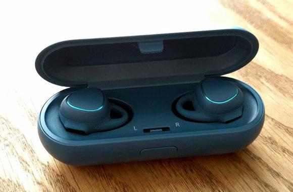 Беспроводные наушники IconX Earbuds.