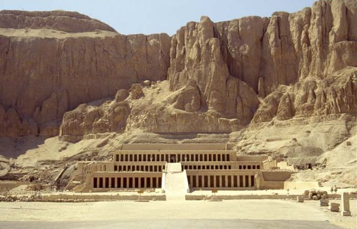 Древняя архитектура: храм Хатшепсут.