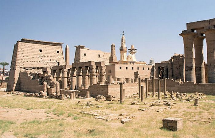 Древняя архитектура: Луксорский храм.