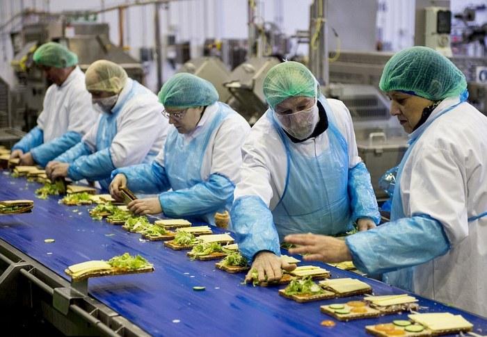 Производство сэндвичей в Великобритании.