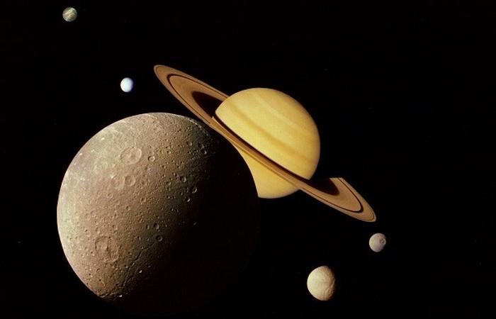 Спутник Сатурна Рея.
