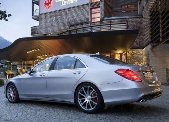 Отличный вариант в лице Mercedes-Benz S-Class.