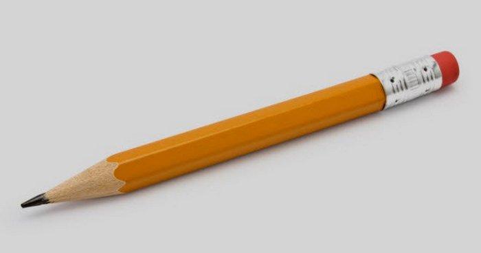 Обычный карандаш.