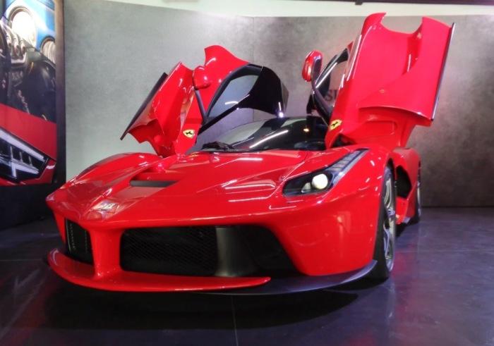 Вместо тысячи машин - Ferrari LaFerrari.