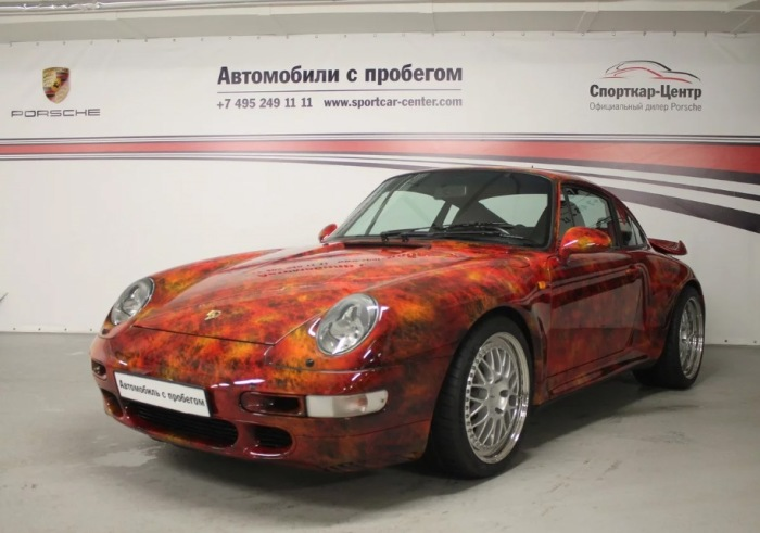 Такой Porsche 993 Turbo уже сам по себе сокровище.