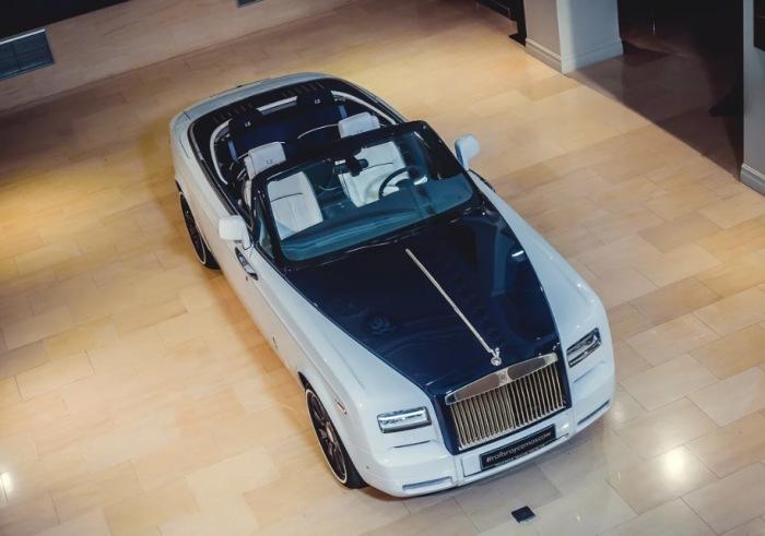 Достойный уважения Rolls-Royce Drophead Coupe.