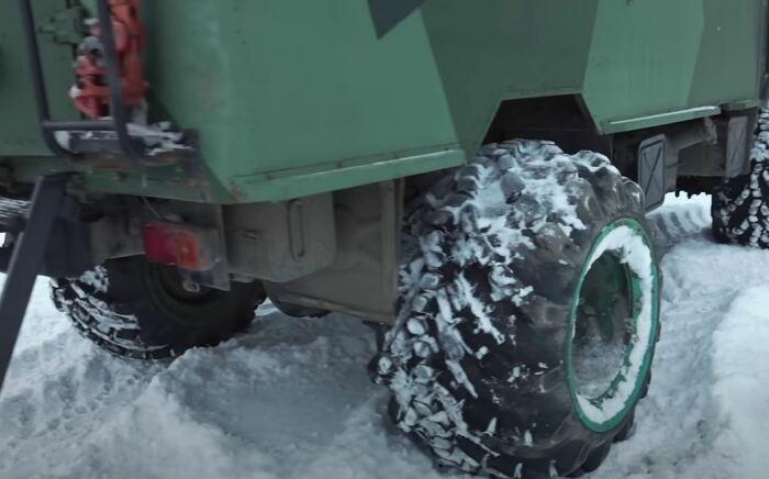 Поставили большие колеса. ¦Фото: youtube.com.