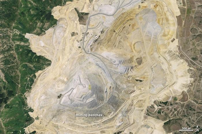 Открытые рудники.