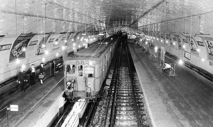 В Париже и Лондоне станции были главным образом такие.  Фото: wikimedia.org.