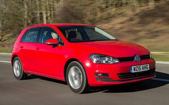 Автомобиль Volkswagen Golf.