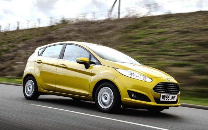 Автомобиль Ford Fiesta.