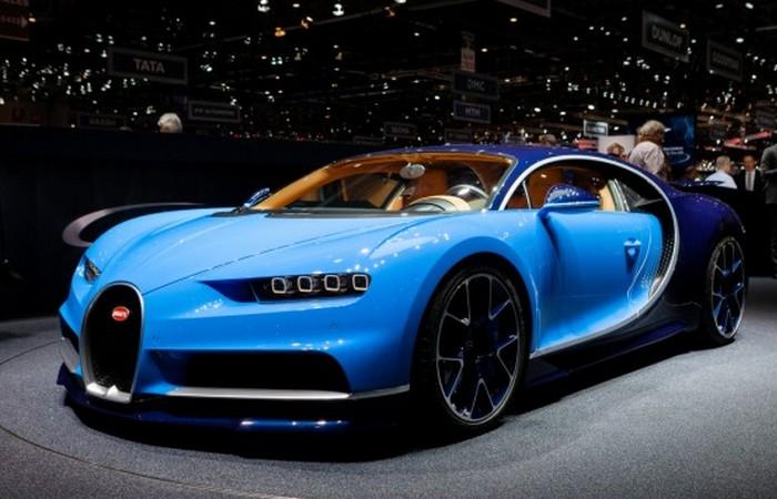 Автомобиль Bugatti Chiron.