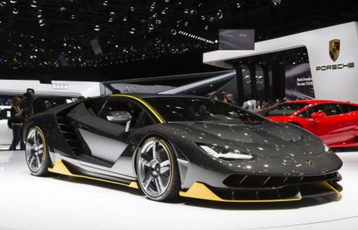 Автомобиль Lamborghini Centenario.