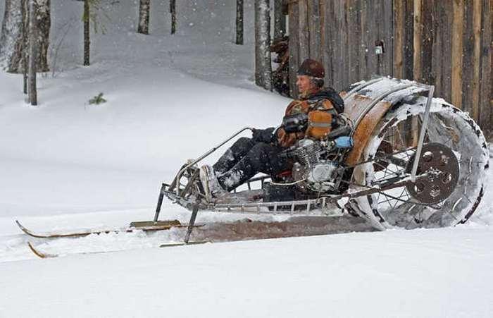 Предназначен агрегат для езды по снегу и льду.