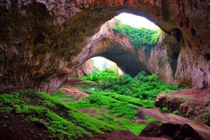 Чего только не найдут в пещерах.