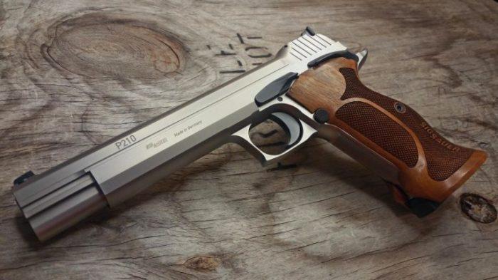 Знаменитый пистолет. |Фото: yandex.ru.