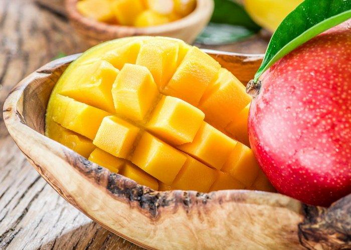 Поможет коже: манго.