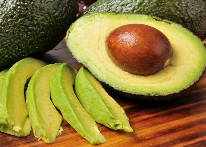 Поможет коже: авокадо.
