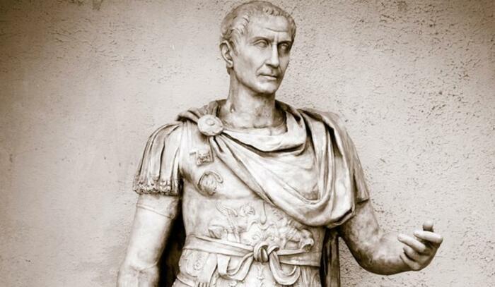 Первым ввести систематическую оплату службы попытался Цезарь. |Фото: bsu.by.